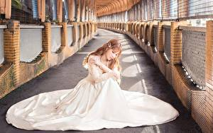 Фото Азиатки Боке Шатенки Сидя Платье Белый молодая женщина