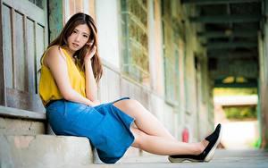 Фото Азиаты Боке Шатенки Юбки Сидящие