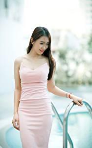 Фотография Азиаты Боке Шатенка Улыбка Платье Руки девушка