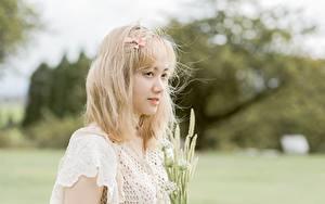 Фотографии Азиатка Боке Смотрит Блондинка