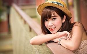Картинка Азиатка Боке Шляпы Шатенка Взгляд Руки Девушки