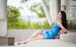 Картинки Азиатки Боке Позирует Ног Платья Брюнетки Миленькие Лежа