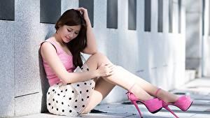 Фото Азиатки Боке Сидя Брюнетка Ноги Туфлях Девушки