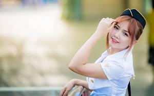 Фотография Азиатки Размытый фон Униформе Стюардессы Смотрят Поза Шатенка Милый