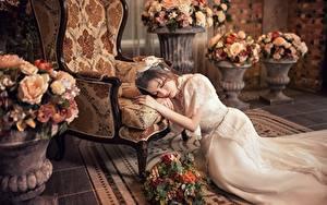 Фотография Азиатки Букет Кресло Платья Лежа Рука Невесты девушка