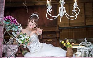 Картинки Азиаты Букеты Невеста Шатенки Платья Улыбается Красивые