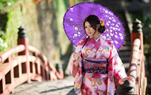 Фотографии Азиаты Мост Размытый фон Кимоно Зонт молодые женщины