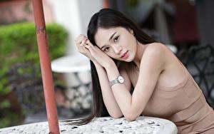 Фото Азиаты Брюнетка Руки Взгляд Боке девушка