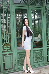 Фото Азиаты Брюнетка Позирует Платья Ног Туфли девушка