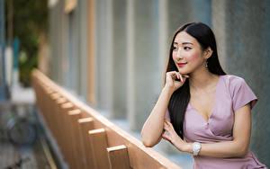 Фотографии Азиатки Платья Смотрит Размытый фон молодые женщины