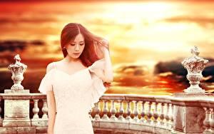 Картинки Азиаты Платья Рыжая молодая женщина
