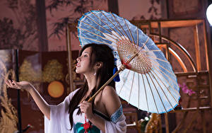 Фотографии Азиатки Жест Зонт Брюнеток Руки Девушки