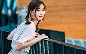 Фото Азиаты Смотрит Коса Девушки