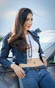 Фотография Азиаты Взгляд Куртки Брюнетка Руки Джинсы молодые женщины