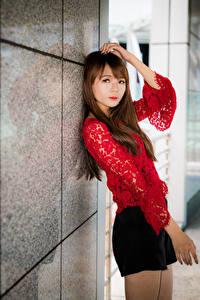 Обои Азиатки Руки Блузка Смотрят молодая женщина