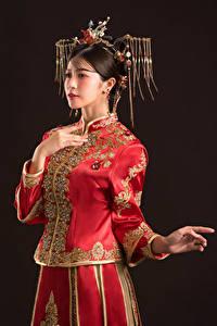 Обои Азиатки Украшения Поза Руки молодые женщины