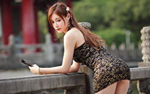 Фото Азиаты Поза Платье Шатенки девушка