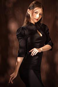 Фото Азиаты Поза Платье Рука Взгляд Девушки