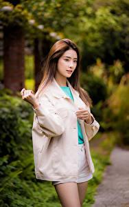 Фотографии Азиатка Позирует Взгляд Боке молодые женщины