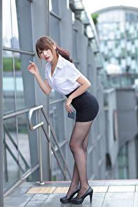 Картинка Азиаты Поза Ноги Юбка Блузка Смотрит Девушки