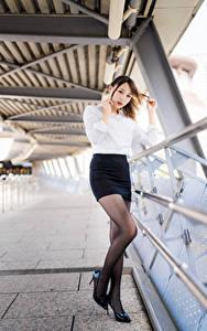 Картинки Азиаты Поза Юбка Блузка Взгляд Девушки