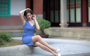 Картинки Азиатки Сидящие Платья Ног девушка