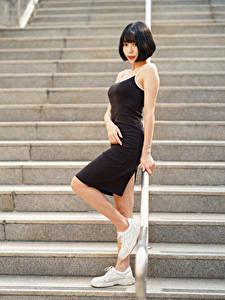 Фотографии Азиатки Лестницы Поза Платье Брюнетка Смотрят