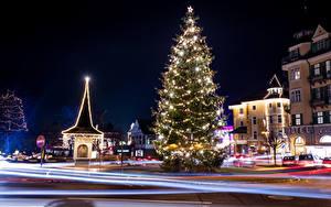 Картинки Австрия Новый год Здания Зимние Улица Елка Гирлянда Ночные Pörtschach