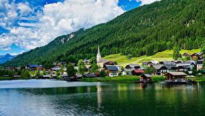 Обои Австрия Побережье Дома Озеро Леса Neusach on Lake Weissensee город
