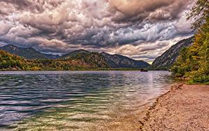 Фотография Австрия Озеро Гора Берег Осенние Облачно HDRI Lake Almsee Habernau Природа