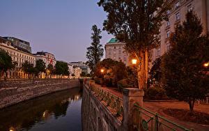 Фото Австрия Вена Здания Вечер Улице Водный канал Уличные фонари Дерева Города