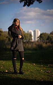 Фотография Осенние Трава Шатенки Пальто Benita