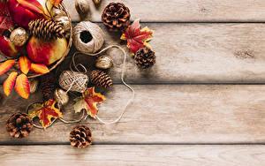 Фотографии Осень Орехи Яблоки Доски Листья Шишки Природа