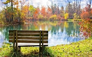 Картинки Осень Пруд Парк Скамейка Траве Листва Природа