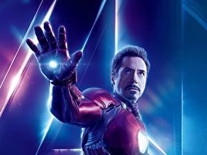 Картинка Мстители: Война бесконечности Железный человек герой Роберт Дауни мл. Мужчина Рука Фильмы Знаменитости