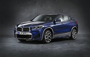 Фото BMW Серый фон CUV Синие 2020-21 X2 xDrive25e M Sport Worldwide машина