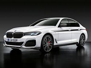Фото BMW Белый 2020 540i M Performance Accessories Автомобили