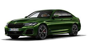 Фотография BMW Белый фон Зеленых 2020 M550i xDrive Worldwide авто