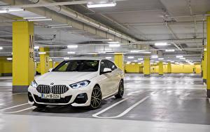 Фотография БМВ Белых Металлик Парковка 220d Gran Coupe M Performance Parts, (F44), 2020 Автомобили