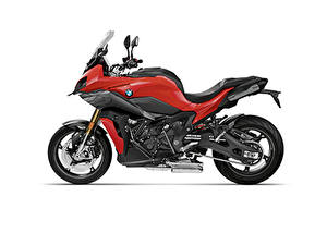 Фотографии БМВ Белым фоном Сбоку 2020 S 1000 XR Carbon Package Мотоциклы