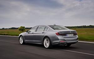 Картинки BMW Дороги Движение Седан Серый Металлик 7 series, G11/G12 Автомобили
