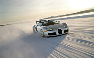 Фотография BUGATTI Серебристый Снега Едущий Родстер 2008 Veyron Grand Sport Roadster US-spec