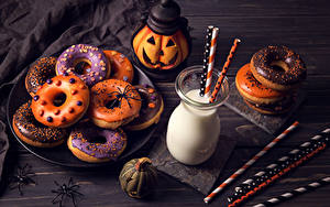 Обои Выпечка Хеллоуин Молоко Тыква Пончики Стакана Продукты питания