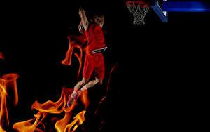 Фото Баскетбол Мужчина Пламя На черном фоне Прыгает спортивные