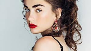 Обои Красивые Красные губы Серег Мейкап Волосы Шатенки Лица молодые женщины