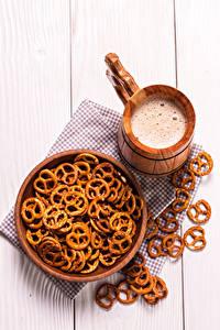 Фото Пиво Печенье Доски Кружка Пена Миска Продукты питания