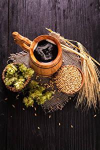 Фотографии Пиво Хмель Доски Кружки Из дерева Колосок Зерно Пища