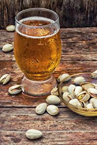 Фотографии Пиво Орехи Доски Стакан Пища