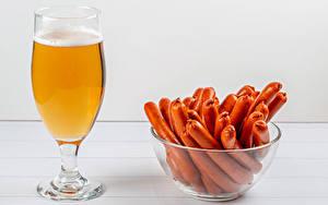 Картинки Пиво Сосиска Бокалы Миска Продукты питания
