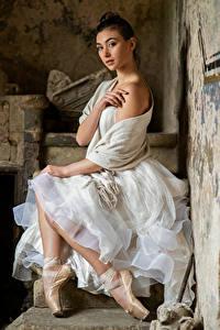 Обои Платья Сидя Балете Руки Смотрят Bella молодые женщины